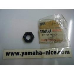 Ecrou origine YAMAHA FZR 750 de 1989 et 1990